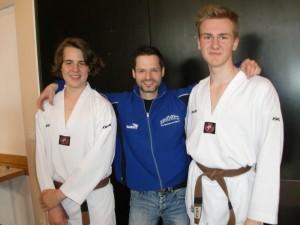 Die Pahl-Brüder mit Trainer Pascal Perchthaler
